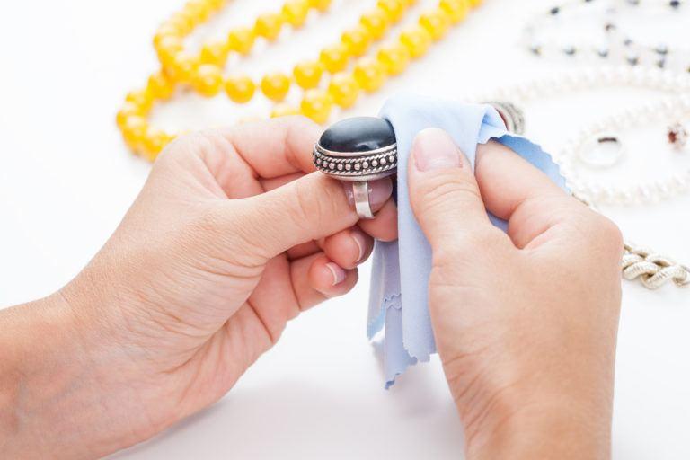 5 Consejos Para Limpiar Joyería Sin Dañarla - Diario Q'oyllur Perú - Limpieza y cuidado de joyas